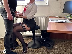 female boss uses her trainee for dick riding, Affaire d'amour Bitch