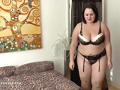 Busty Sarah Jane's older cooky lesbian experience