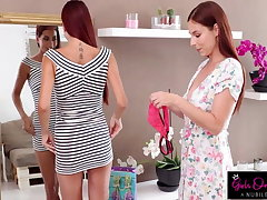 Antonia Sainz Fingers Girlfriend Paula Until She Cums