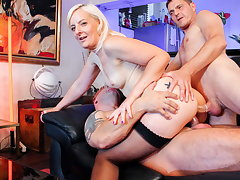 LA COCHONNE - Sexy French Wife Gets DP Foreigner Her Men #Candys