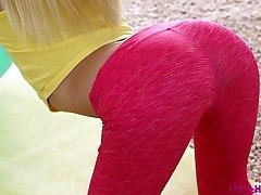 PetiteHDPorn Piper Perri hot yoga fuck