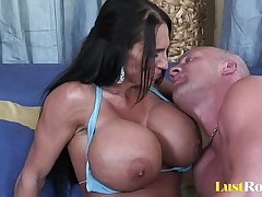 Extremely busty matriarch Lisa Lipps loves to fianc�